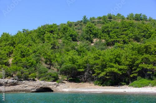 Leinwanddruck Bild Green hills by the sea