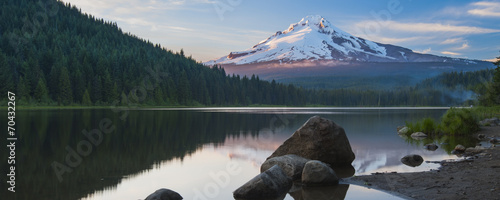 Volcano mountain Mt. Hood, in Oregon, USA. Photo by somchaij