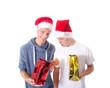 Teenager mit Weihnachtsgeschenk