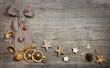 Rustikaler weihnachtlicher Hintergrund Holz: Deko natürlich