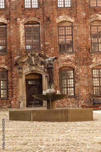 canvas print picture Innenhof von Schloss Koldinghus mit Brunnen - Dänemark