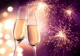Fototapety Champagnergläser Violett mit Feuerwerk