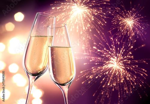 Leinwandbild Motiv Champagnergläser Violett mit Feuerwerk
