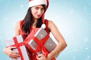 hübsche Frau mit Geschenken