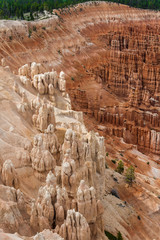 Color contrast at the edge of the Bryce Canyon