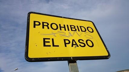 Cartel de prohibido el paso