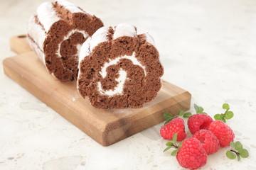 ロールケーキとラズベリー