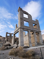 Abandoned bank bld. in Rhyolite Ghosttown (リオライトゴーストタウン銀行跡)