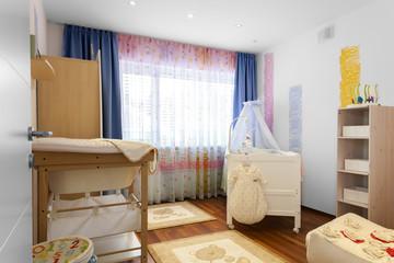 Kinderzimmer mit Babywiege © Matthias Buehner