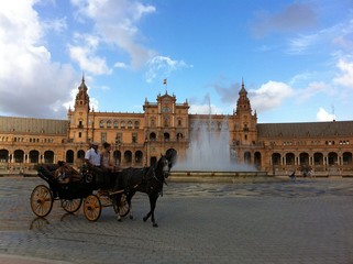 Kutsche am Plaza de España in Sevilla