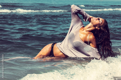 canvas print picture enjoy in sun and water