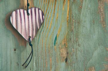 Holztafel Herz ohne Text grün violett