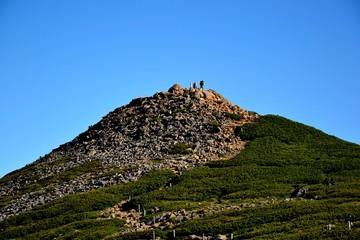 登山道から見上げる富士見岳山頂 乗鞍登山道より