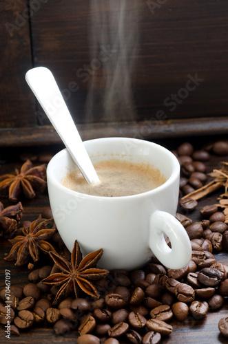 Fotobehang Koffiebonen cup of smoking coffee