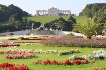 Wien - 019 - Schoenbrunn - Garten - Brunnen