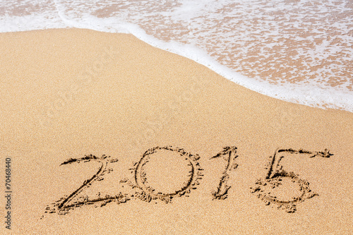 Leinwanddruck Bild Inscription of 2015 on a sand beach