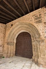 Puerta de la Iglesia de Santa María. Moya. Cuenca. España
