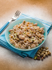 pasta with cheese and pistachio