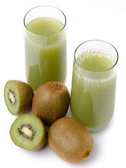 Two glasses of kiwi juice and some fresh kiwis