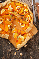 Galette with leeks, pumpkin and feta