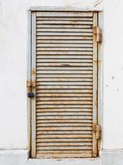 rusty door shut