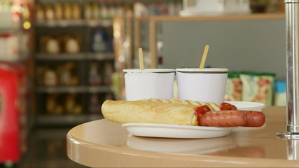 Order hot dog for lunch in convenience store