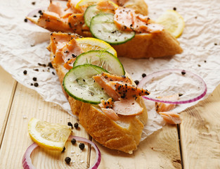 Sandwiches with smoked salmon, cucumber, lemon and black pepper