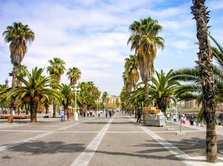 BARCELONA, SPAIN - MAY 21, 2005: Tourists enjoy city life on a b
