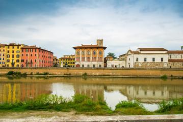 Veduta di Lungarno Mediceo di Pisa, Italia