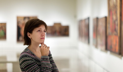 visitor looking pictures in  gallery
