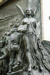 Angelo, dettaglio Statua piazza Garibaldi, Pisa