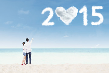 Couple with cloud shaped number 2015
