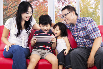 Family sharing digital tablet for play