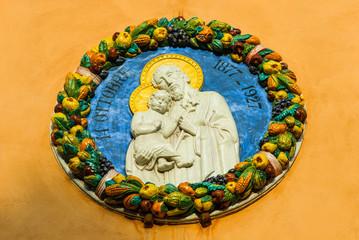 Maiolica santi aureola frutta, forma cirolare