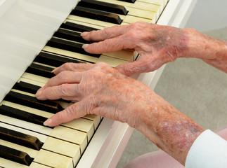 Senior woman Pays Piano