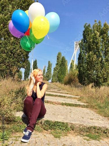 canvas print picture Mädchen mit Ballons im Mauerpark