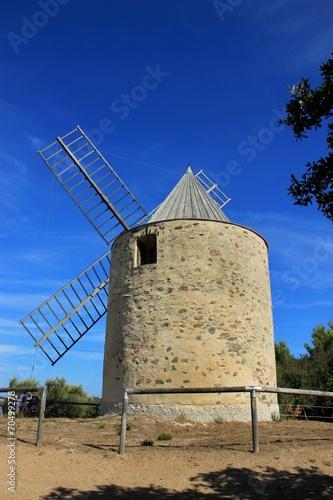 Papiers peints Phare Le moulin du bonheur à Porquerolles.