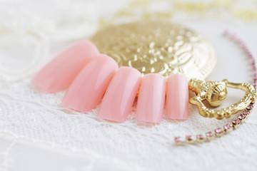 ピンクのネイルチップ