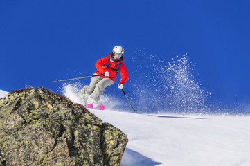 Skifahrerin abseits der Piste
