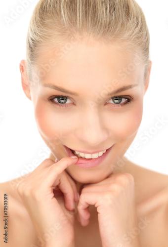 canvas print picture portrait einer schüchternen Frau