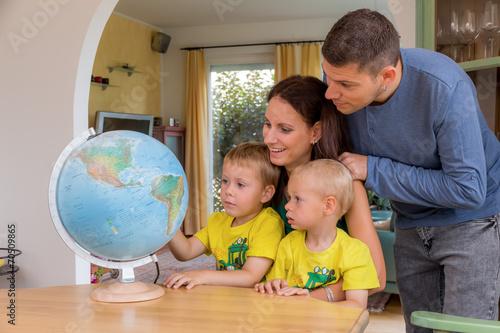 canvas print picture Familie plant Urlaubsreise