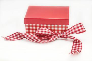 Caja roja con lazo