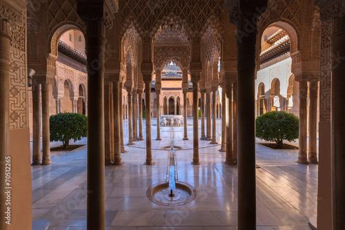 Alhambra palace - 70512265