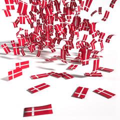Viele Zettel und Flaggen aus Dänemark