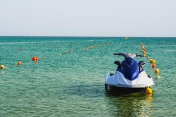 Водный мотоцикл в море