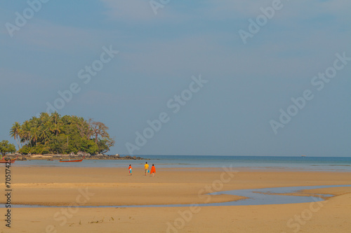 Leinwanddruck Bild phuket nai yang beach at low tide