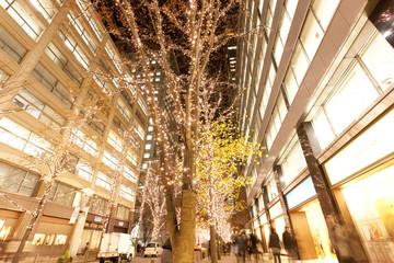 丸の内仲通りのクリスマスツリーイルミネーション