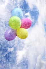 ballons am himmel vertikal