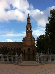 Südturm des Palasts am Plaza de España in Sevilla