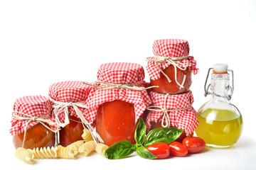 conserva pomodori fondo bianco